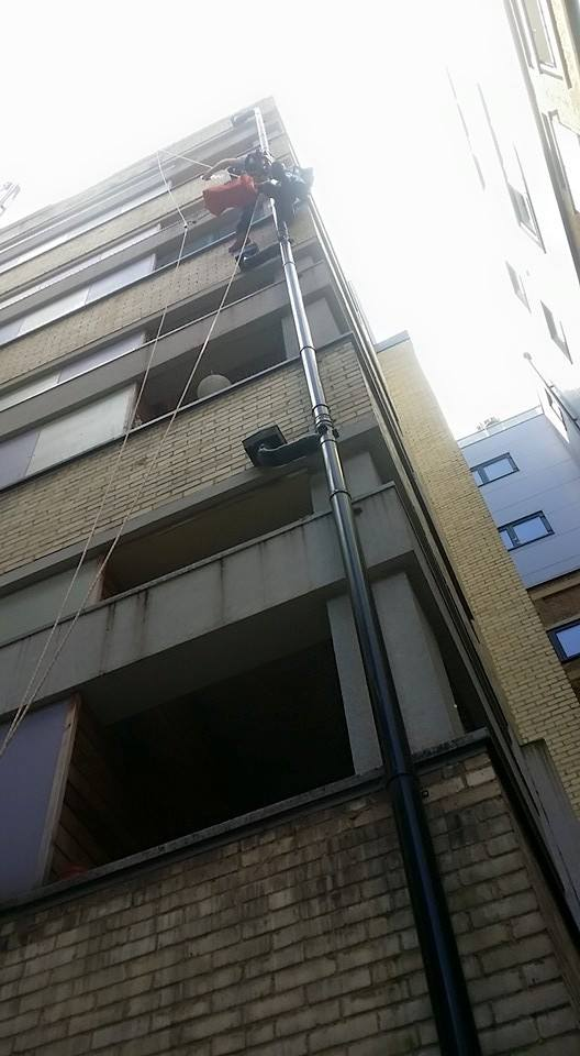 rope access bird spiking being carried out by a rope access technician on ther 6th floor of an apartment building in Central London